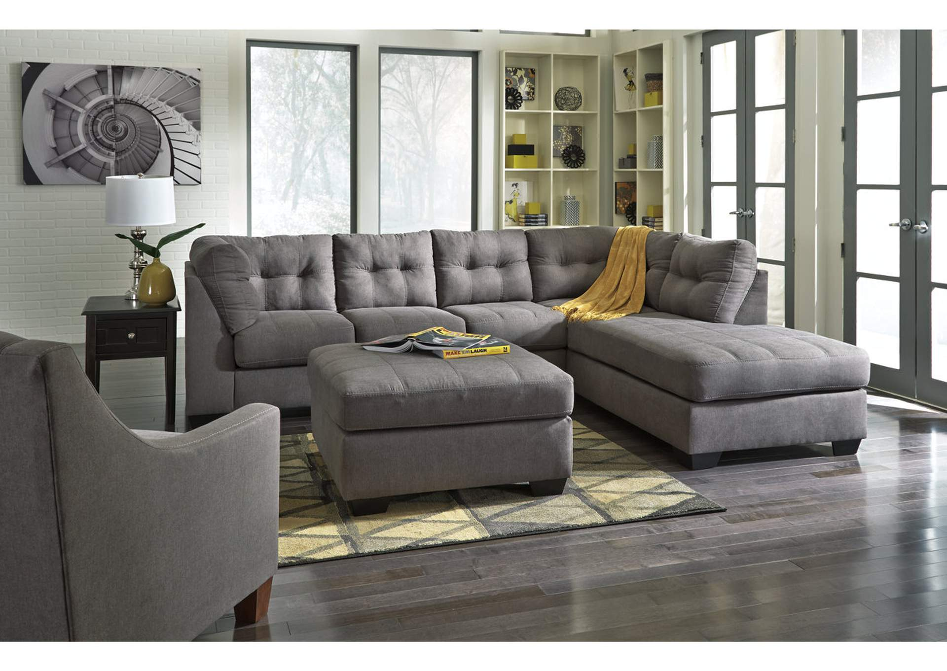 Maier 2-Piece Sectional with Chaise,Benchcraft