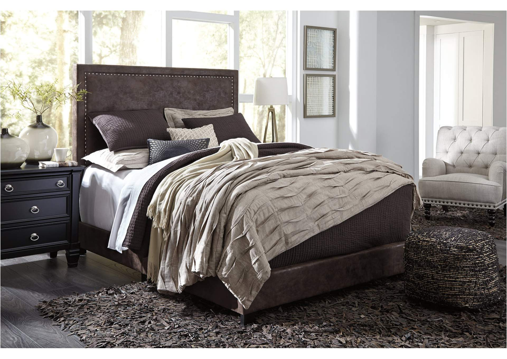 Dolante Brown Queen Upholstered Bed,Direct To Consumer Express