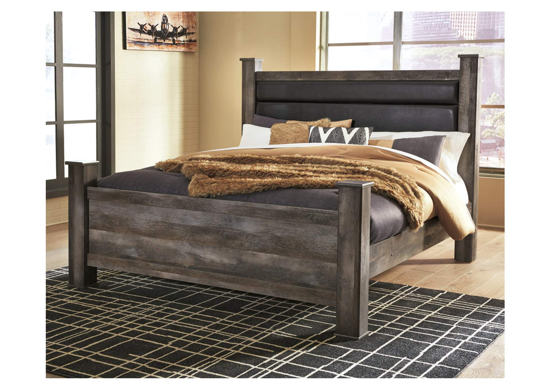 Wynnlow King Poster Bed,Signature Design By Ashley