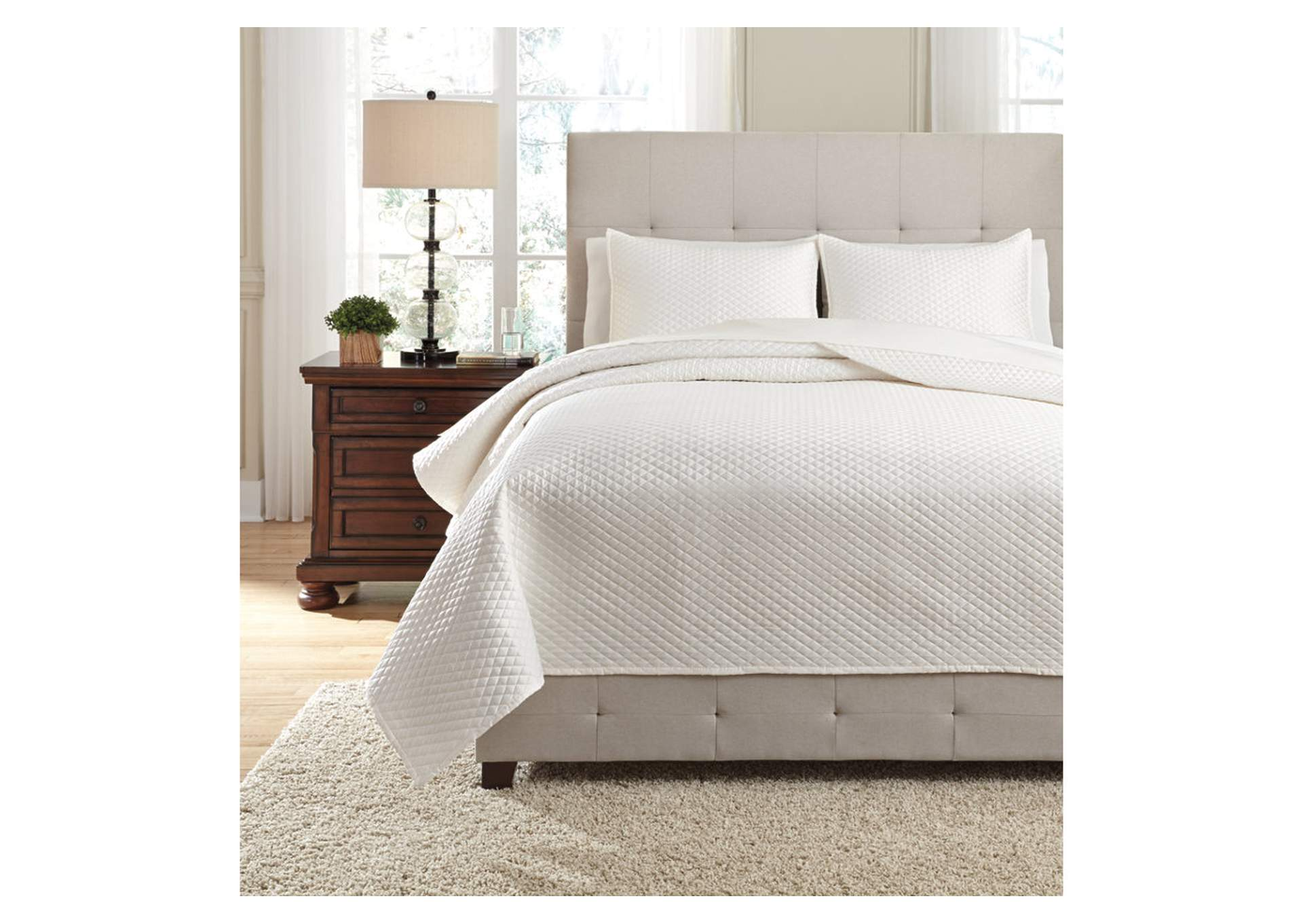 Dietrick Ivory King Quilt Set,Signature Design By Ashley