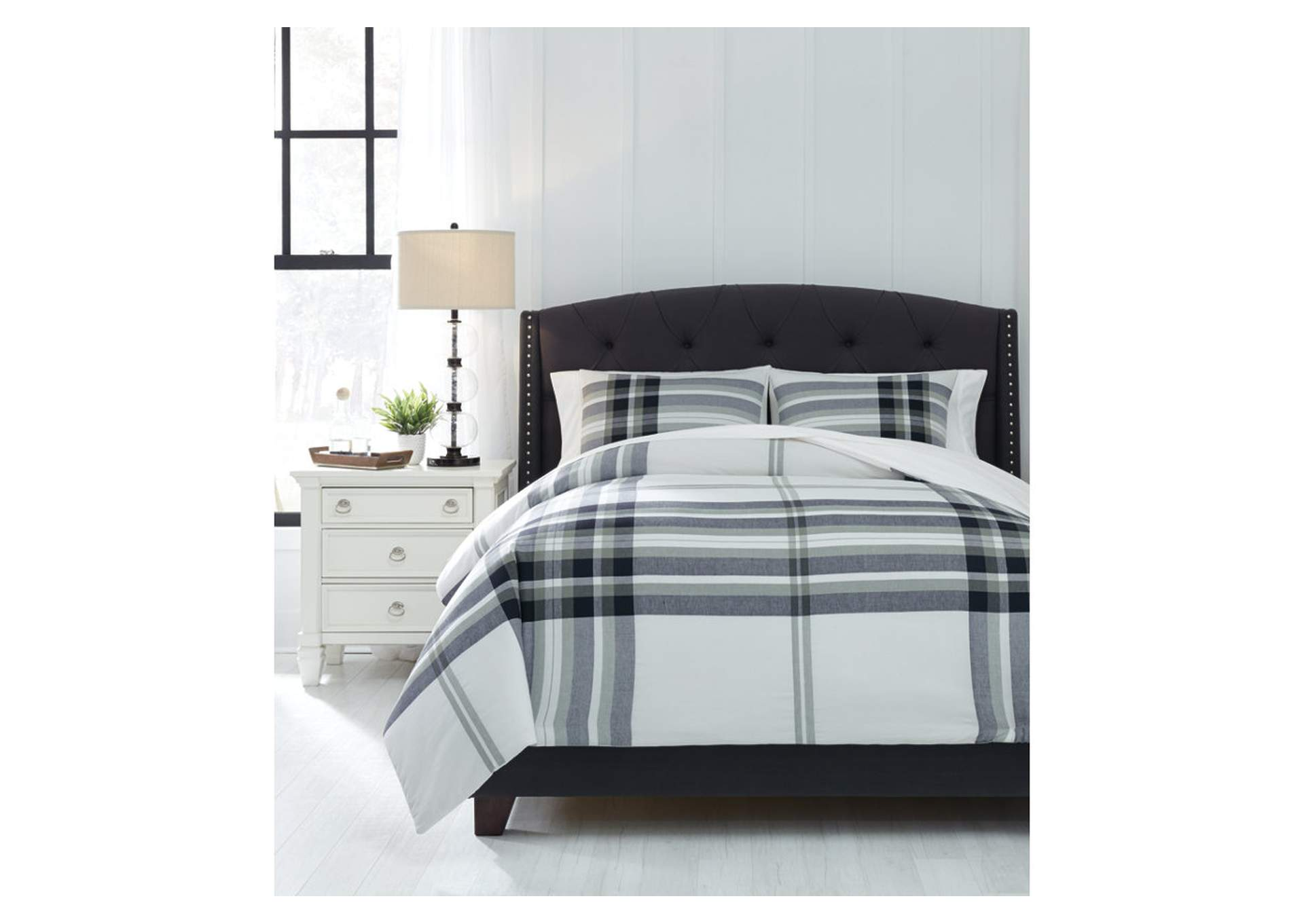 Stayner Black/Gray King Coverlet Set,Signature Design By Ashley