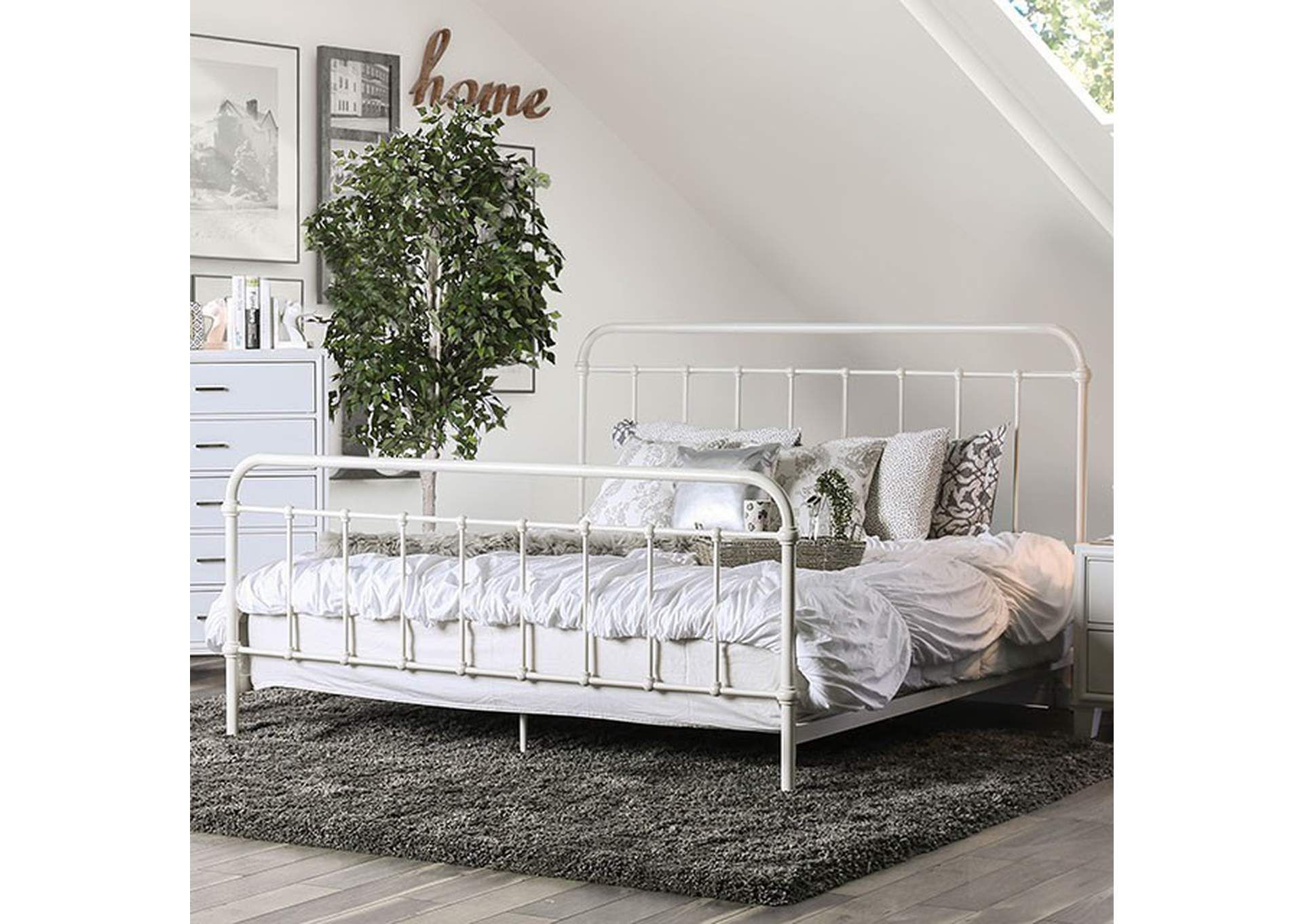 Iria Vintage White Queen Platform Bed,Furniture of America