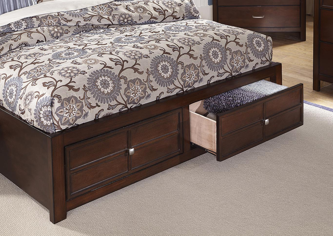 Kensington Cherry California King Bed,New Classic