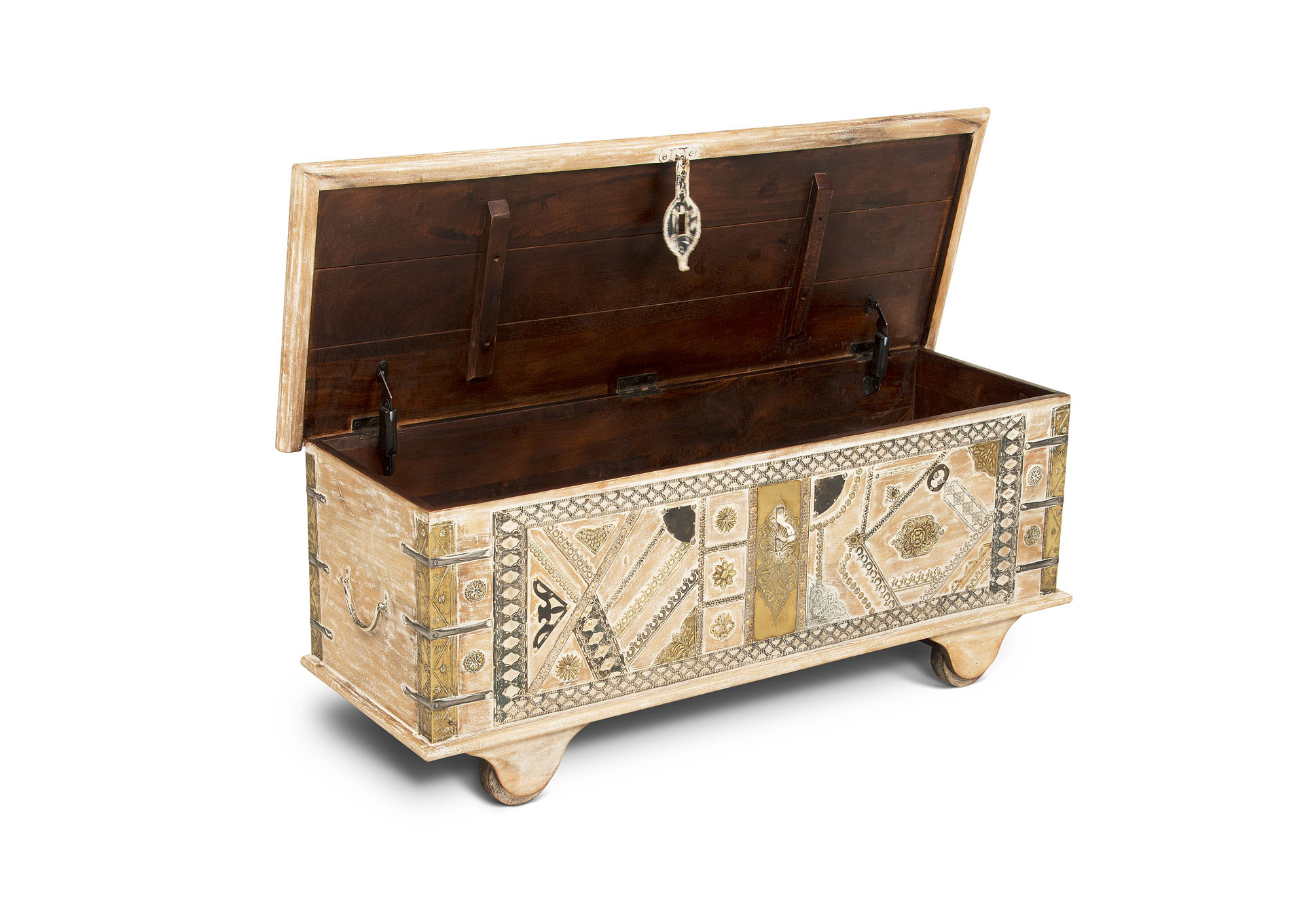 Amira Weathered White Storage Trunk,Steve Silver